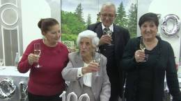 Al-Moby-Dick-i-festeggiamenti-per-i-100-anni-raggiunti-dalla-Signora-Nella-Maugeri-in-Sapienza