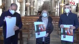 La-dirigente-scolastica-Graziano-consegna-i-calendari-del-2021-dell39Istituto-G.Ugdulena